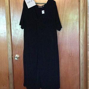 Ladies simple black dress in size 30/32 NWT
